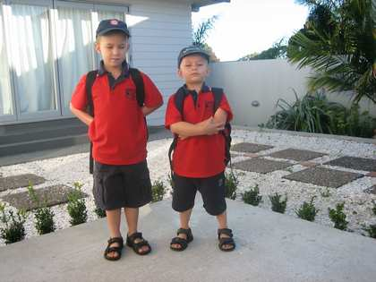 Tue, 7 Feb 2006: Knights Road, Off to School